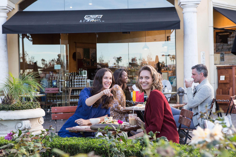 Dining At The Commons At Calabasas Restaurants In Calabasas